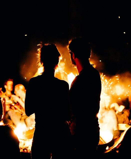 wesley-balten-casal fogueira-unsplash